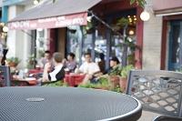 テーブルとオープンカフェ