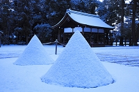 京都府 上賀茂神社 淡雪の立砂と楽舎