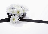 菊のフラワーアレンジメント(喪イメージ)