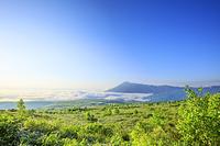 岩手県 朝日に照らされた八幡平の雲海と岩手山