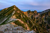 唐松岳頂上山荘から見る唐松岳と不帰ノ嶮