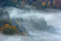 岐阜県 白川郷 霧の雲と集落