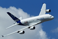 旋回するエアバスA380 MAKS(航空ショー) モスクワ