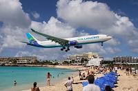 セント・マーチン島 着陸する飛行機