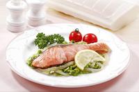 シリコンスチーマーで料理した鮭のワイン蒸し