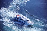 徳島県 鳴門海峡の渦潮と観潮船