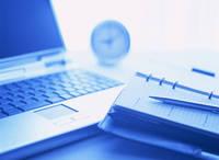 手帳とノートパソコン