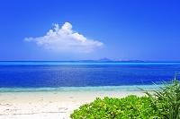 沖縄県 備瀬の海岸と伊江島