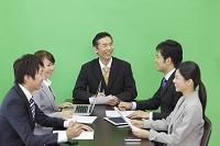 会議中のビジネスパーソンの合成用素材