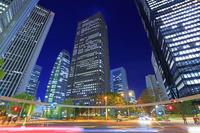 東京都 高層ビル 新宿円形信号機