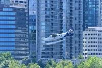 カナダ バンクーバー 着水体勢の水上機