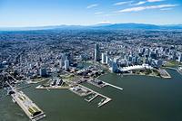 横浜港とみなとみらい周辺より横浜市街地の街並み