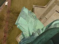 自由の女神像が左手に持つ独立宣言書