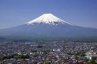 山梨県 富士山と富士吉田市街