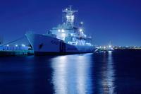 神奈川県 横浜港に停泊する巡視船の夜景