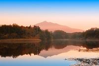 青森県 津軽富士見湖と岩木山