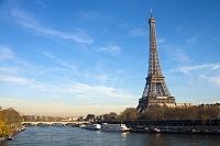 フランス パリ エッフェル塔とセーヌ川