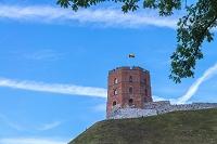 リトアニア 国旗がたなびくゲディミナス塔