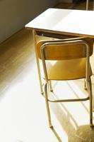 教室内の椅子や机