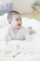 微笑む日本人の赤ちゃん