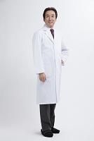 微笑むベテラン医師