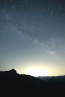 星輝く峠からの山々