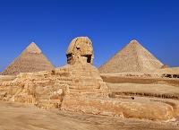エジプト スフィンクス/後方右:クフ王のピラミッド 後方左:...