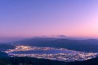 長野県 高ボッチから諏訪湖と街並み 夕景