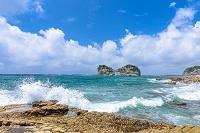 和歌山県 円月島と波