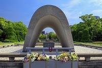 広島県 慰霊碑より原爆ドーム 平和記念公園