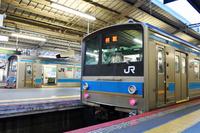 大阪府 阪和線 ホームに停まる205系普通電車