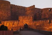インド アーグラ城塞 アマル・シング門と城壁 夜明け