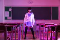 セーラー服姿の日本人女性