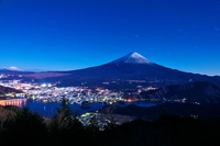 新道峠より富士山の夜景
