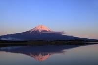 静岡県 田貫湖 夕日に染まる富士山と逆さ富士
