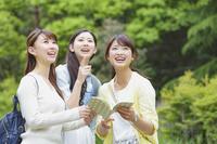 女子旅する日本人女性