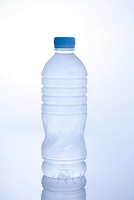 ミネラルウォーターのペットボトル