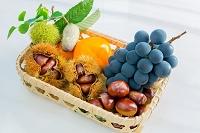 味覚 竹かごの果物