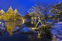 石川県 雪の兼六園ライトアップ