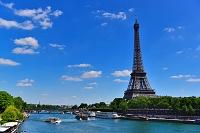 フランス パリのパッシーにあるビル:アケム橋からのセーヌ川と...