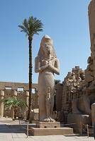 エジプト ルクソール・カルナック神殿( ラムセス2世の巨大像)