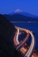 静岡県 さった峠より東名高速道路と富士山