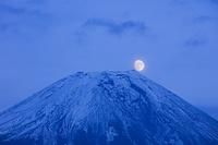 静岡県 富士山と満月