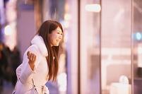 ショッピングの日本人女性