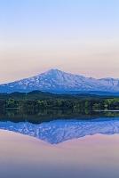 山形県 大谷地池から鳥海山