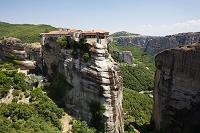 ギリシャ ヴァルラーム修道院(手前)とルサヌー修道院(奥)