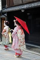 祇園新橋の町家と舞妓さん