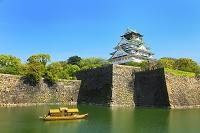 大阪府 大阪城 内濠を遊覧する御座船と天守閣