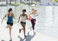 ジョギングする外国人女性