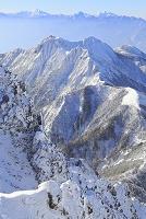 長野県 赤岳山頂付近より望む権現岳と北岳と甲斐駒ケ岳と仙丈ケ...